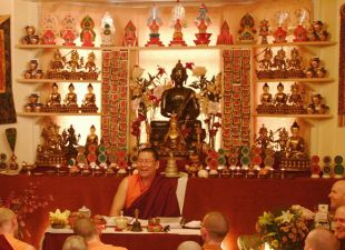 Lama Dondrup Dorje teaching at the Palyul Tibetan Buddhist Meditation Centre in England