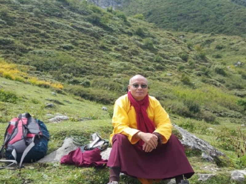 Khenpo Tsultrim Tentar taking break on his journey.