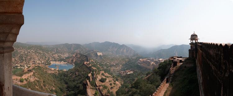 Θέα του Amber Palace από τον Οχυρό Jaigarh, στο Τζαιπούρ, στην Βόρεια Ινδία