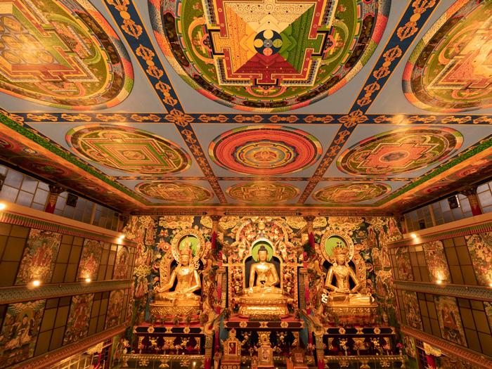 Μέσα στον Χρυσό Ναό στο Μοναστήρι του Ναμντρολίνγκ