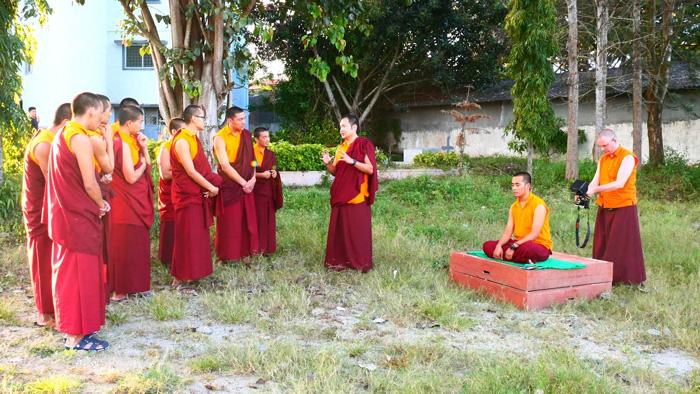 Κινηματογραφώντας τους Μοναχούς