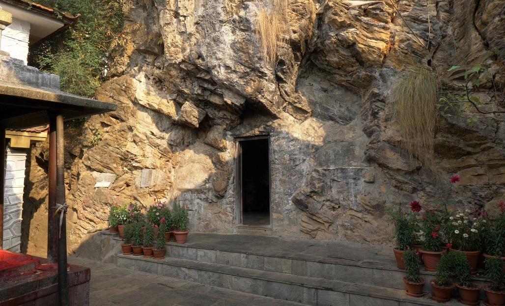 Είσοδος στην σπηλιά Ασούρα, στο Παρπίνγκ