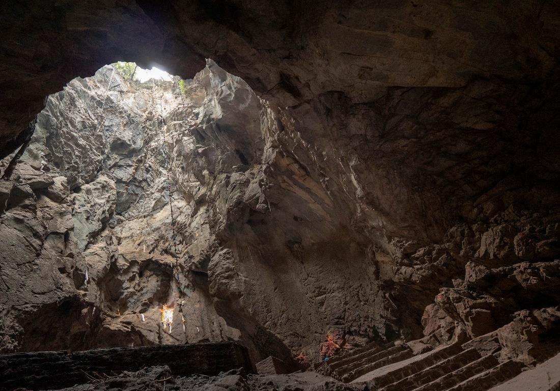 Η Σπηλιά Υπόταξης-των-Δαιμόνων