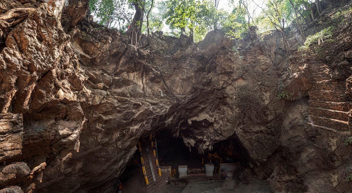 Είσοδος στην κύρια σπηλιά στη Μαρατίκα