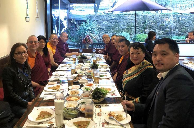 Κλειστό μεσημεριανό γεύμα προς τιμή του Τσόγκτρουλ Τζάνγκανγκ Ρίνοπτσε