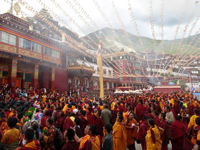 Yangsi Rinpoche arrives at the Palyul Monastery, Tibet